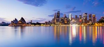Ciudad de Sydney por mañana del verano Imagen de archivo libre de regalías