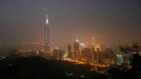 Ciudad de Taipei en la noche en Taiwán (1) Imagen de archivo