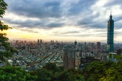 Ciudad de Taipei en la puesta del sol, Taiwán Imagenes de archivo