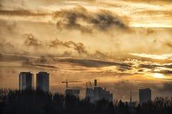 Ciudad de Tallinn en puesta del sol imagen de archivo libre de regalías