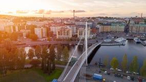 Ciudad de Tampere en la opinión superior de la puesta del sol fotos de archivo libres de regalías