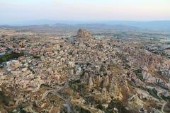 Ciudad de Uchisar en la salida del sol, Cappadocia Turquía Imágenes de archivo libres de regalías