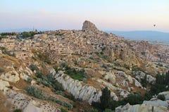 Ciudad de Uchisar en la salida del sol, Cappadocia Turquía Fotografía de archivo