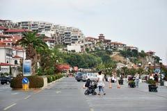 Ciudad de vacaciones de la 'promenade' de Sveti Vlas Imagen de archivo