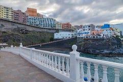 Ciudad de vacaciones Puerto de Santiago, Tenerife Foto de archivo libre de regalías