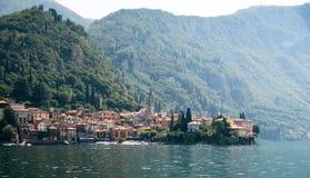 Ciudad de Varenna en el lago Como Foto de archivo