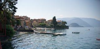 Ciudad de Varenna en el lago Como Foto de archivo libre de regalías