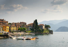 Ciudad de Varenna en el lago Como Imagen de archivo libre de regalías