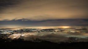 Ciudad de Varese, lapso del paisaje de la noche a tiempo almacen de metraje de vídeo
