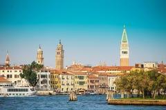 Ciudad de Venecia en un día soleado Imagen de archivo libre de regalías