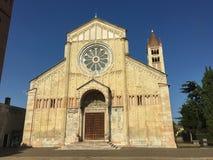 Ciudad de Verona de la iglesia de Basilica di San Zeno Maggiore la región Italia Europa de Véneto imagen de archivo libre de regalías