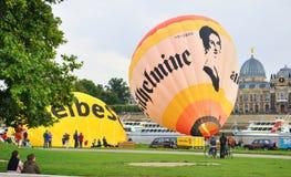 Ciudad de visita turístico de excursión de Dresden por el globo. Imágenes de archivo libres de regalías