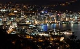 Ciudad de Wellington en la noche imagen de archivo libre de regalías