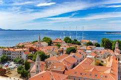 Ciudad de Zadar de la torre dalmatia Croacia foto de archivo