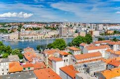 Ciudad de Zadar de la torre dalmatia Croacia imagen de archivo