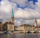 Ciudad de Zurich en un día nublado en último otoño Fotografía de archivo libre de regalías