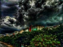 Ciudad debajo de las nubes foto de archivo libre de regalías