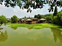 Ciudad del agua de Wuzhen en China Naturaleza y edificios imágenes de archivo libres de regalías