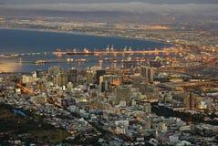 Ciudad del Cabo en la oscuridad fotografía de archivo