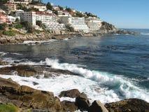 Ciudad del Cabo por el mar Imagen de archivo libre de regalías