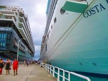 Ciudad del camino, Tortola, British Virgin Islands - 6 de febrero de 2013: Barco de cruceros Mein Schiff 1 atracado en puerto Foto de archivo