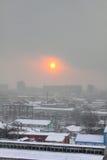 Ciudad del invierno. Amanecer. Fotos de archivo
