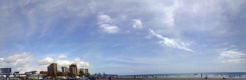 Ciudad del mar del sol de la playa de Panoramica Fotos de archivo libres de regalías