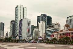 Ciudad del paisaje urbano de Nha Trang con los altos edificios y rascacielos Fotografía de archivo libre de regalías