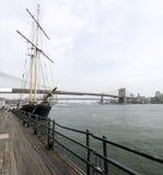 Ciudad del puente y de las podadoras de Brooklyn Imágenes de archivo libres de regalías