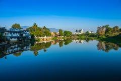 Ciudad del río fotos de archivo