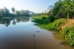 Ciudad del río imagenes de archivo