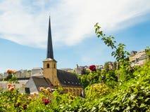 Ciudad del río de la abadía y de Alzette de Neumuenster, Luxemburgo, Luxemburgo Imagenes de archivo