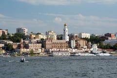 Ciudad del Samara con el río Volga imagenes de archivo
