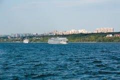 Ciudad del Samara con el río Volga fotografía de archivo libre de regalías