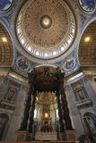 Ciudad del Vaticano, Roma, Italia - 10 de julio de 2017: Baldaquino y bóveda Foto de archivo libre de regalías