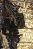 Ciudad del Vaticano, Roma, Italia - 10 de julio de 2017: Detalle de Baldaquino Foto de archivo libre de regalías