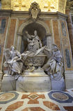 Ciudad del Vaticano, Roma, Italia - 10 de julio de 2017: Escultura del Pio XIII Imagenes de archivo