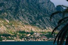 Ciudad Dobrota en la bahía de Kotor Fotos de archivo