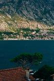 Ciudad Dobrota en la bahía de Kotor Foto de archivo libre de regalías