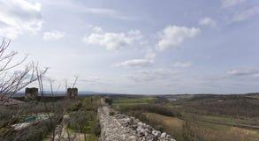 Ciudad emparedada medieval de Monteriggioni en Toscana imagenes de archivo