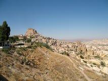 Ciudad en Cappadocia, Turquía de la cueva de Uchisar Imágenes de archivo libres de regalías