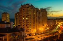 Ciudad en el crepúsculo Foto de archivo libre de regalías