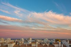Ciudad en el crepúsculo Fotos de archivo libres de regalías