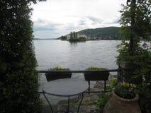 Ciudad en el lago foto de archivo