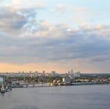 Ciudad en el río Fotografía de archivo