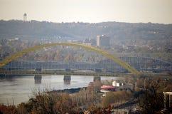 Ciudad en el río de Ohio Imagen de archivo libre de regalías