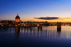Ciudad en el tiempo de la puesta del sol, Toulouse, Francia de Toulouse Imagen de archivo libre de regalías