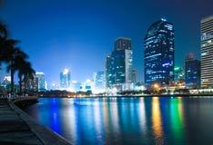 Ciudad en la buena visión crepuscular Imagenes de archivo