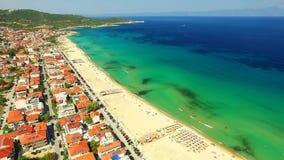 Ciudad en la costa de mar almacen de metraje de vídeo