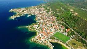 Ciudad en la costa de mar metrajes